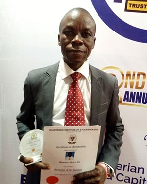 HOD, Banking and Finance receives Award rrom the Chartered Institute of Stockbrokers, Nigeria