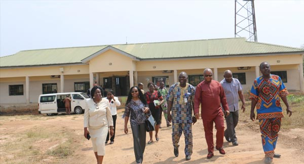 Afolake-Mobolaji-on-a-tour-of-the-main-campus