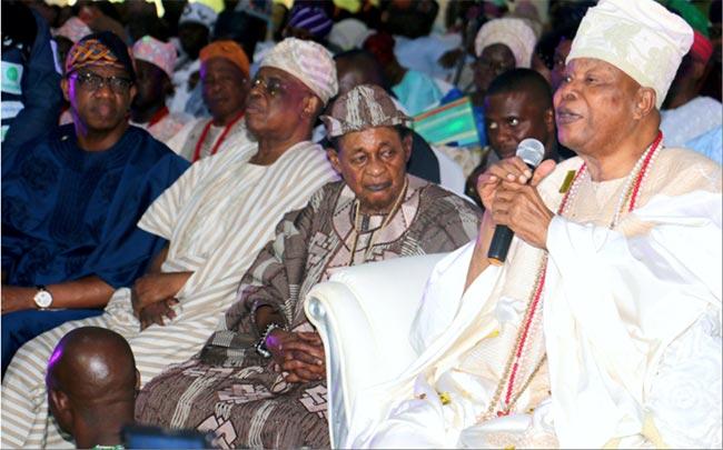 The-Ogun-State-Governor-Oba-Lamidi-Adeyemi-and-the-Awujale-of-Ijebu-Land