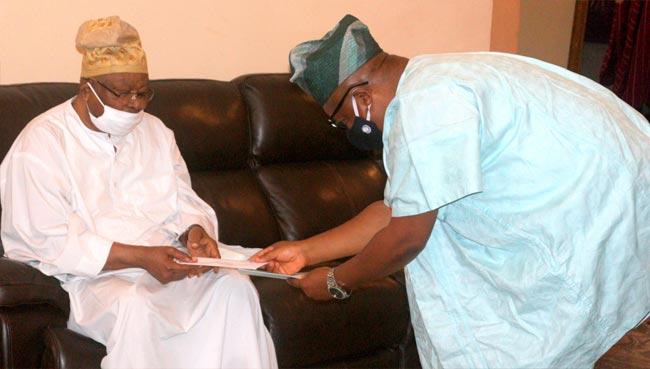 Oba-(Dr.)-Sikiru-Kayode-Adetona-oou-vice-chancellor-Mr-Femi-Ogunwomoju